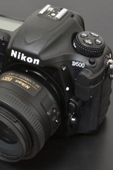【NIKON D500 レビュー】期待を裏切らない完成度の高さ、高機能にゾッコン