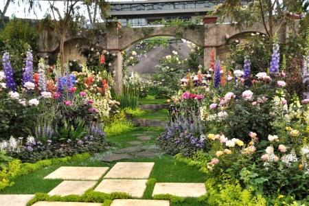 Bara_gardening_06