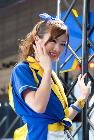 Tokyo_auto_salon_2013_good_year_007