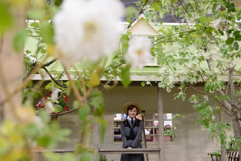 International_roses_gardening_sh_16