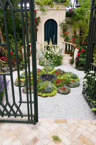 International_roses_gardening_sh_25